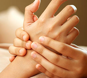 Массаж ногтевой зоны пальцев
